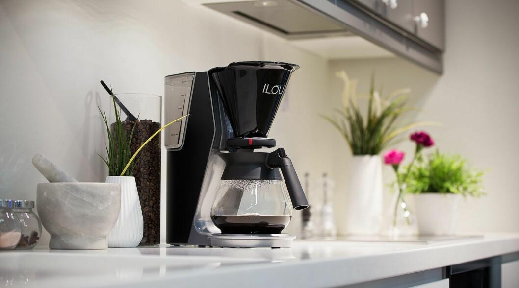 Kaffetrakteren Ilou er utviklet av Elkjøp i samarbeid med det nederlandske selskapet Bravilor Bonamat. Foto: Elkjøp