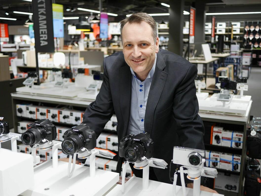 Gjennomsnittsprisen på kameraene øker i 2018, men ikke nok til å veie opp for det fallende salget i antall. Foto: Stian Sønsteng.