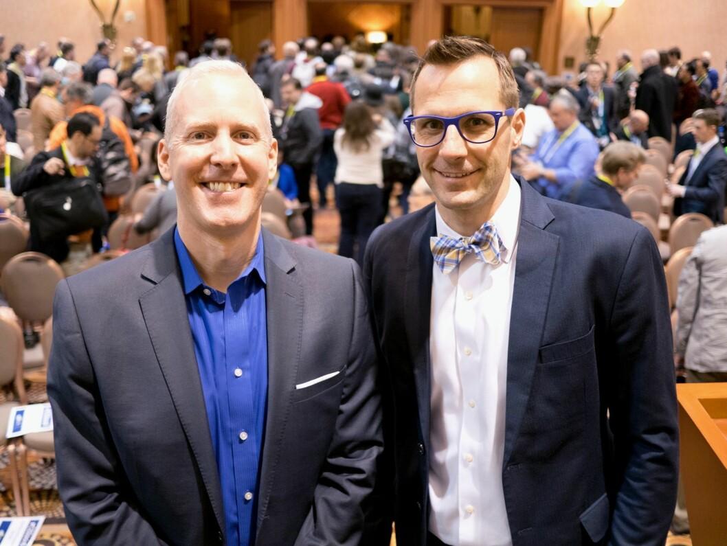 Analysedirektør Steve Koenig (t. v.) og sjefsøkonom Shawn DuBravac i den amerikanske bransjeorganisasjonen CTA la frem tall og trender for 2016. Foto: Stian Sønsteng