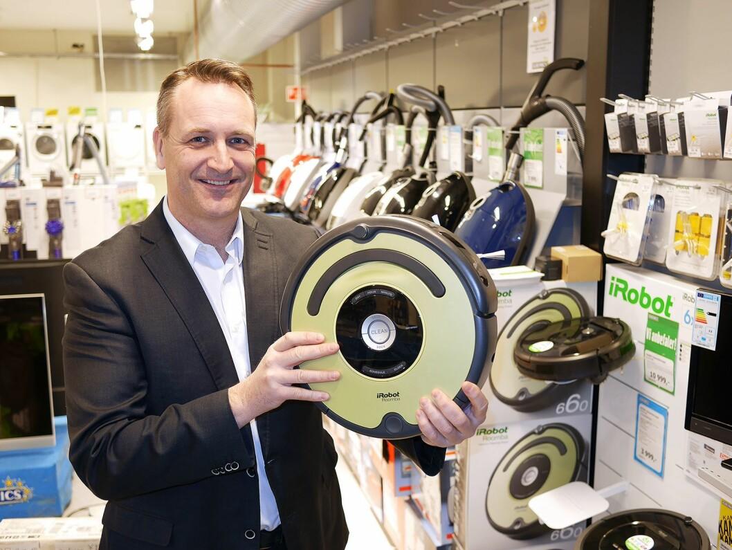 Administrerende direktør i Stiftelsen Elektronikkbransjen, Jan Røsholm, ser robotstøvsugerne ta en større andel av markedet. Foto: Stian Sønsteng.