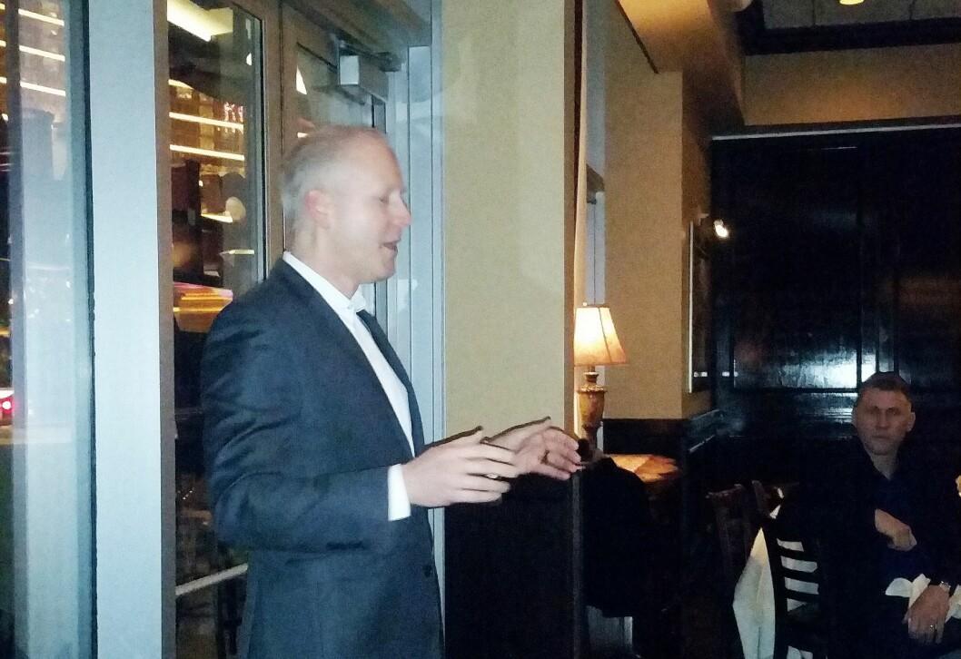 Steve Koenig snakket på Stiftelsen Elektronikkbransjens middag i Las Vegas. Foto: Jan Røsholm