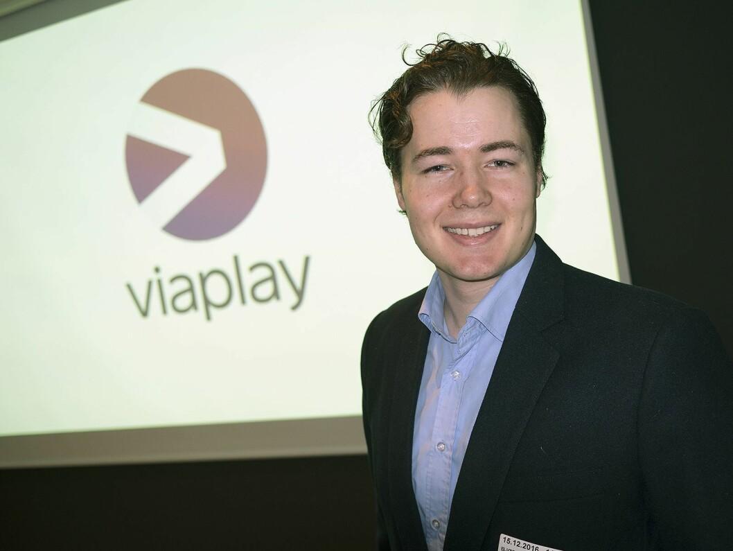 Fredrik Olimb er pressesjef i Viaplay, og fortalte om selskapets virksomhet under julemøtet i lyd- og bildegruppa i Stiftelsen Elektronikkbransjen. Foto: Stian Sønsteng