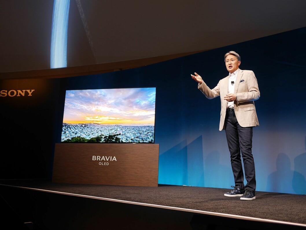 Sonys toppsjef Kazuo Hirai ledet for første gang hele pressemøtet på CES, og avduket selv Bravia OLED. Foto: Stian Sønsteng