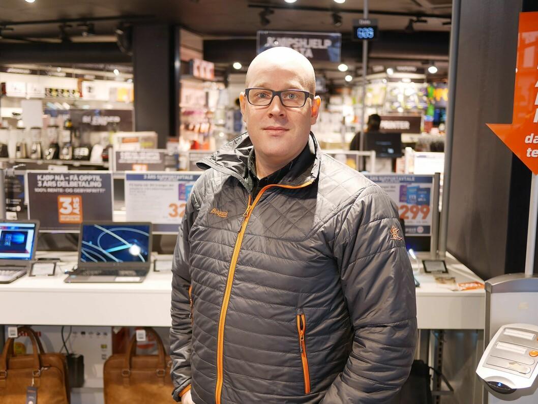 Kronikkforfatter Erik Skjerve er rådgiver i SeeYou AS, og har tidligere bakgrunn fra Japan Photo, Olympus og Sony. Her er han fotografert i Expert City i Oslo. Foto: Stian Sønsteng