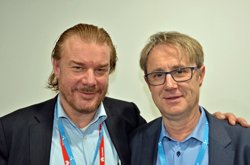 Telenors teknologidirektør Magnus Zetterberg (t.v.) og dekningsdirektør Bjørn Amundsen under pressemøtet på MWC 2017. Foto: Telenor
