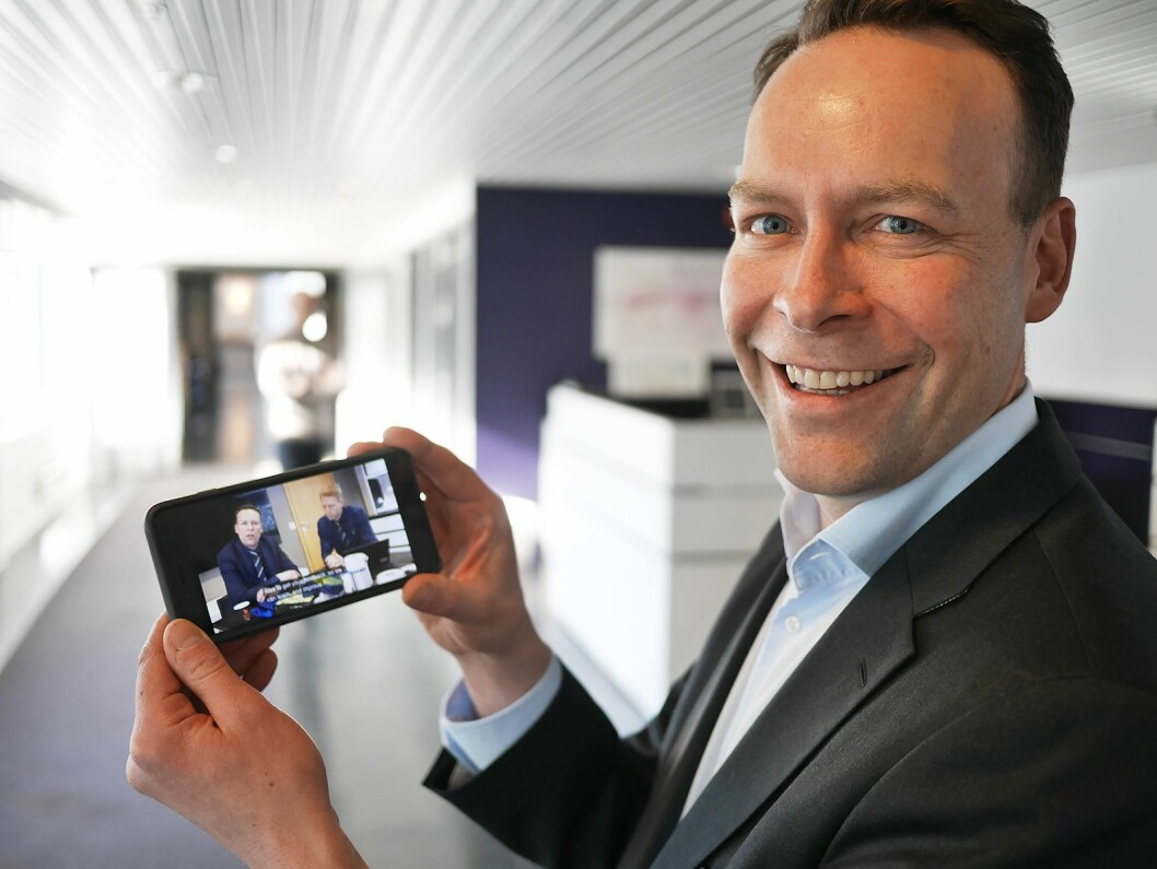 Minst én gang i måneden poster konsernsjef Jaan Ivar Semlitsch «Elkjøp TV News» på Workplace by Facebook til alle de 12.556 medarbeiderne i Elkjøp Nordic.