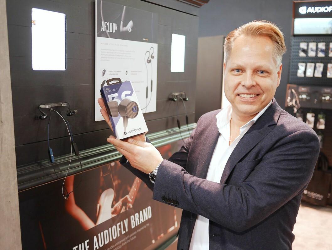 Joacim Sverlinger i Solipi med Audiofly AF56W (foran) og AF100W. Foto: Stian Sønsteng