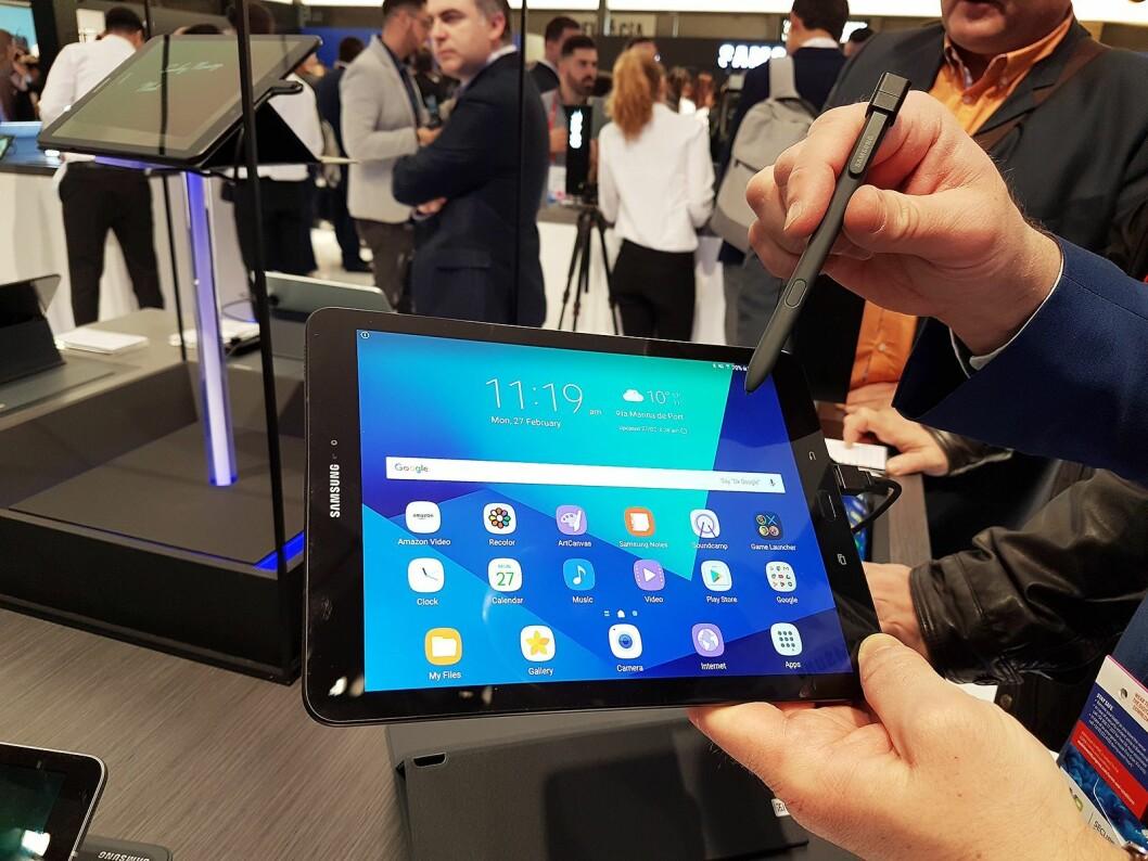 Nye Galaxy Tab S3 er et nettbrett som legger seg i premiumsjiktet, ifølge Samsung. Foto: Marte Ottemo.