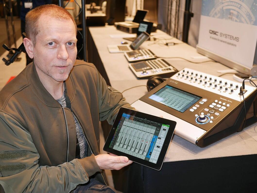 Steinar Eikum i XL Audio med TouchMix-30 Pro fra amerikanske QSC. – Lydteknikere født etter 1989 styrer gjerne lyden med et nettbrett, sier Eikum. Foto: Stian Sønsteng