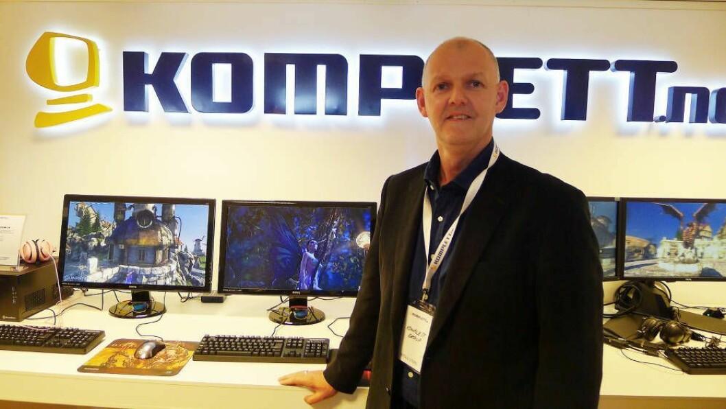 Anton Hagberg, leder for Komplett Marketplace, skal nå også selge bøker i samarbeid med haugenbok.no. Foto: Marte Ottemo.