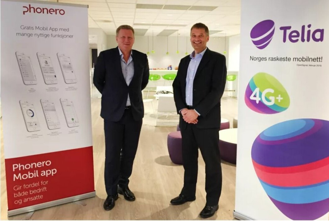 Thore Berthelsen, administrerende direktør i Phonero, og Abraham Foss, administrerende direktør i Telia Norge er fornøyde med Konkurransetilsynets avgjørelse. Foto: Telia