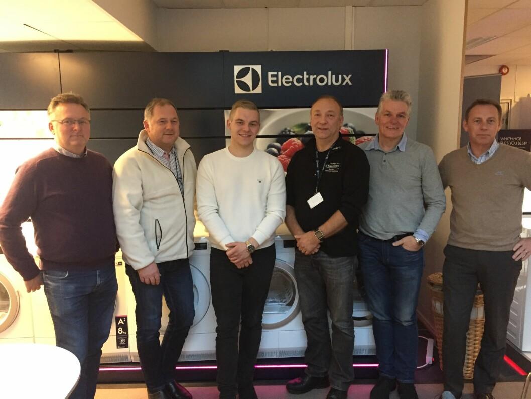 Electrolux og Norsk Ombruk skal samarbeide om håndtering av hvitevarer. Fra venstre mot høyre: Jan Eide (NO), Rune Basmoen (Elux), Jean Skjelbred (NO), Jan V. K. Olsen (Elux), Tommy Skjelbred (NO), Atle Hansen (NO). Foto: Electrolux