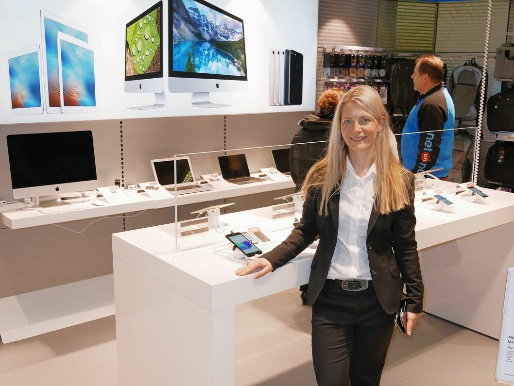 Administrerende direktør Susanne Ehnbåge i Netonnet Group ved Apples butikk-i-butikk-løsning.