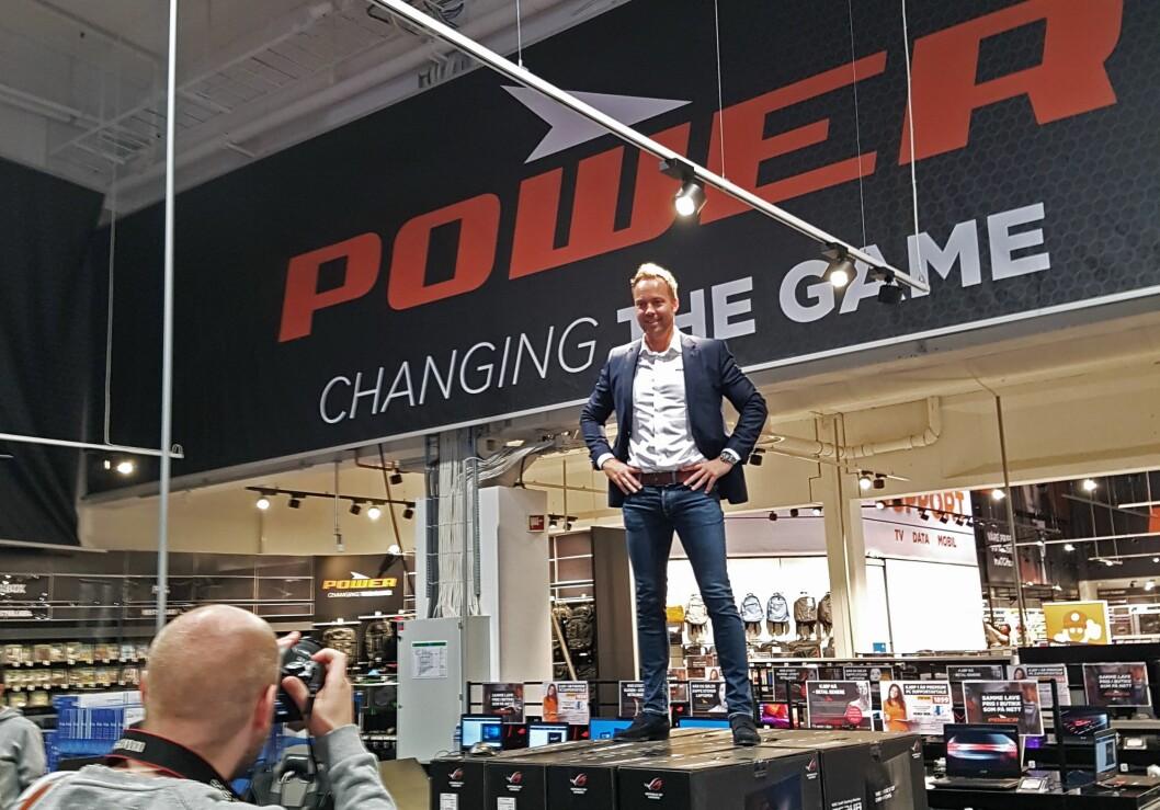 Administrerende direktør Anders Nilsen i Power Norge poserer for E24 i lokalene til Expert XL Alnabru, der Norges første Power-butikk åpner i morgen. Foto: Johannes Ittelin-Brynildsen, Power International AS