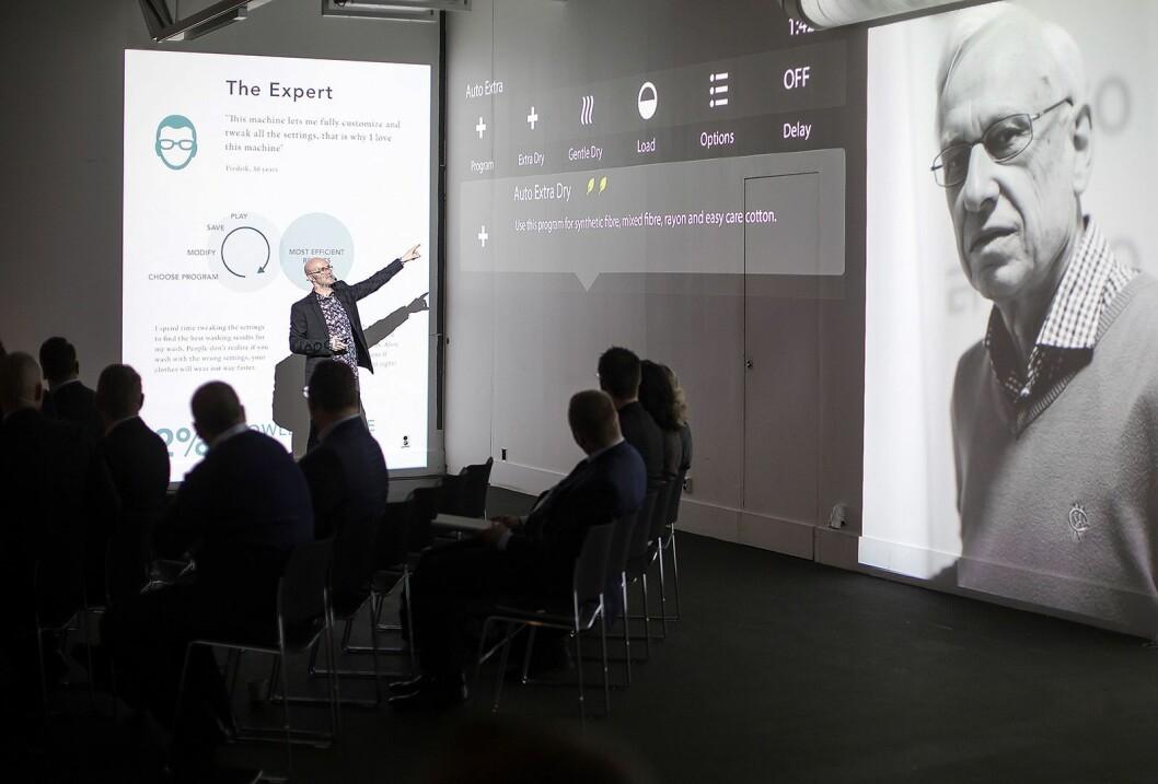 Askos globale designsjef, Jon Carlehed, presenterte de fire kundegruppene til selskapet. Her eksperten. Foto: Asko.