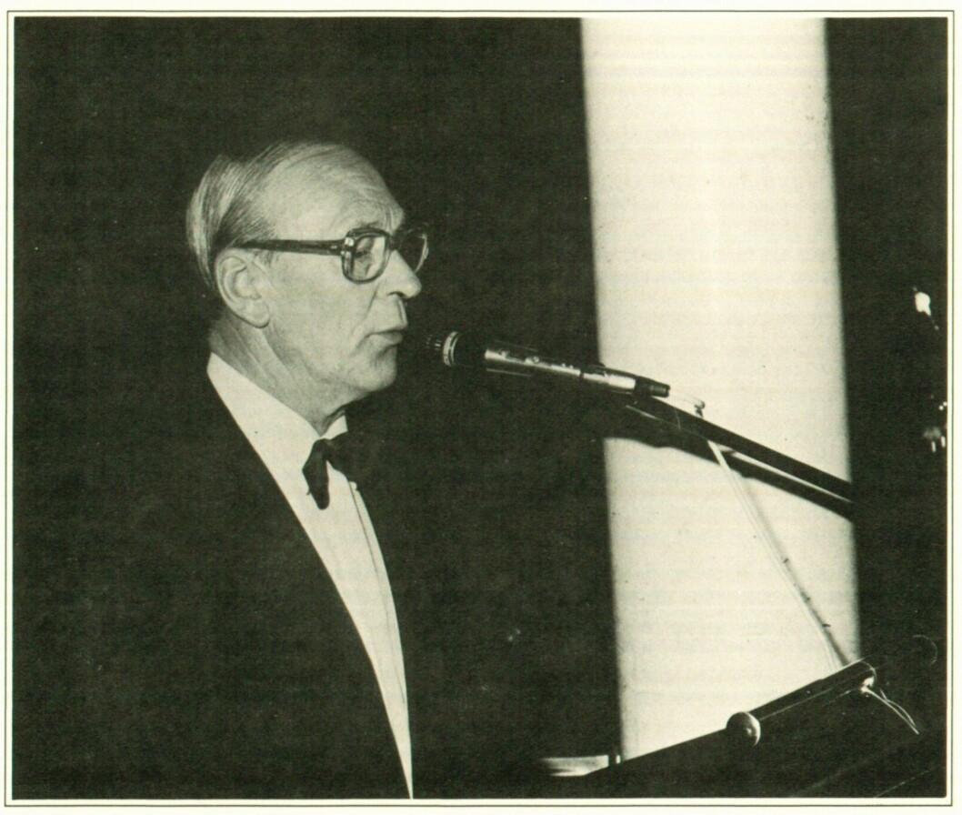 Daværende styreformann Rolv Snare under sin tale til NRLs jubileumsbankett i 1984. Han døde to år senere.