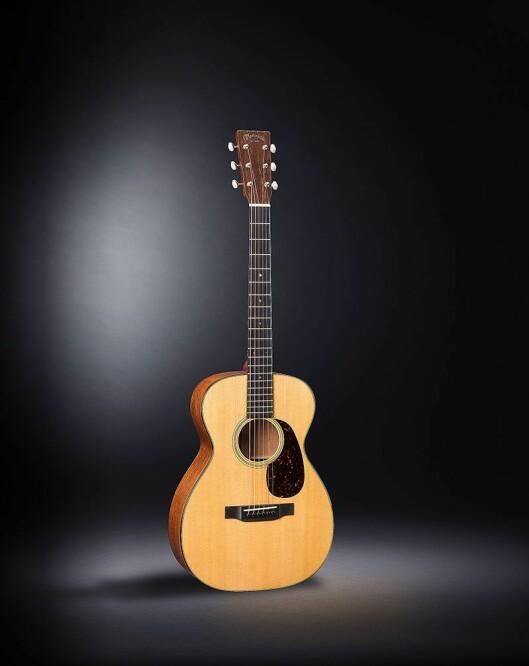 Martin 0-18 er en modell i Standard Series, med litt mindre kropp og kortere hals for raskt fingerspill og eksplosiv dynamikk. Lokk i gran, sarg og bunn i mahogni. Pris: 31.000,-.