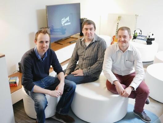 Peterjan Schreurs (f. v.), Stefan Hendricx og Bram Vandenholen i et av rommene som brukes til å utforske mulighetene som ligger i smarte lydprodukter.