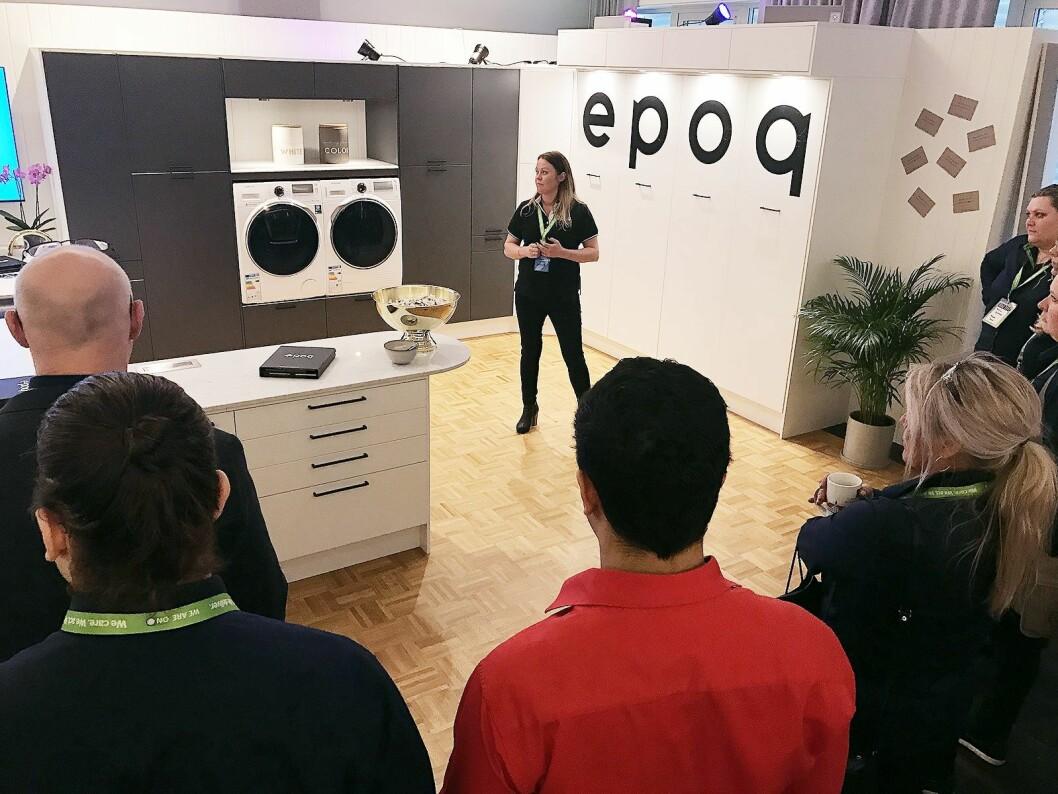 Hege Oremark i Elkjøp Nordic AS støtter kjøkkenselgerne i Norden, og viste på det nordiske produktkurset for kjøkken og hvitevarer de nye kjøkkeninnredningene fra Epoq, som har fått ny logo.