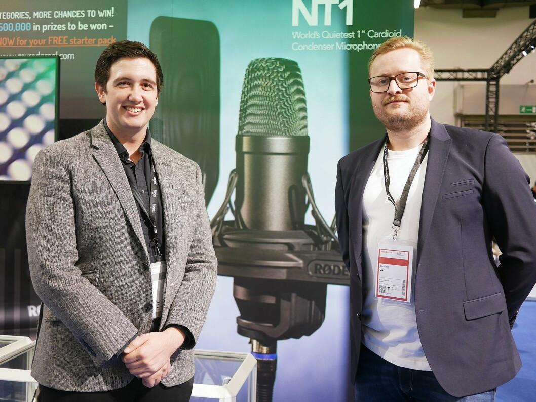 Torstein Vik (t. h.) i Polysonic Norge sammen med eksportsalgssjef Ryan Burke i Røde Microphones. Foto: Stian Sønsteng.