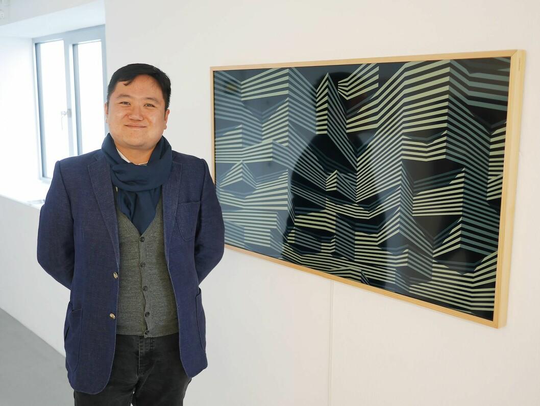 Wonki Kim er salgs- og markedsansvarlig i Samsung for The Frame i Europa, og hadde tatt turen til Henningsvær i forbindelse med den nordiske lanseringen. Foto: Stian Sønsteng.