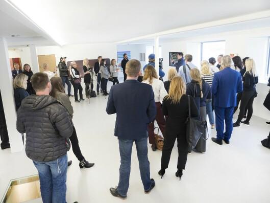 Rundt 40 journalister og bloggere var invitert av Samsung til The KaviarFactory i Henningsvær i forbindelse med den nordiske lanseringen av The Frame den 31. mai. Foto: Samsung.