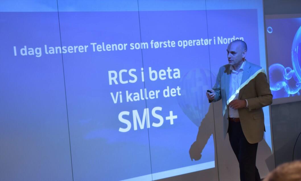 Bjørn Ivar Moen, leder for mobil i Telenor Norge, presenterte den nye løsningen. Foto: Martin Fjellanger/Telenor.