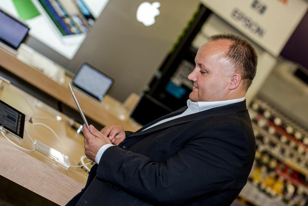 Nordisk innkjøpssjef for data i Elkjøp, Erik Rosenlind, sier de fikk noen aha-opplevelser underveis i testingen. Foto: Elkjøp