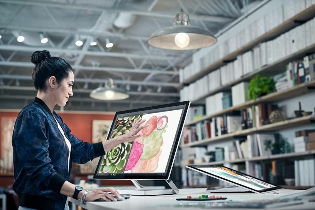 Surface Studio er en 28 tommer stor alt-i-ett-maskin beregnet på kreative yrker. Foto: Microsoft.