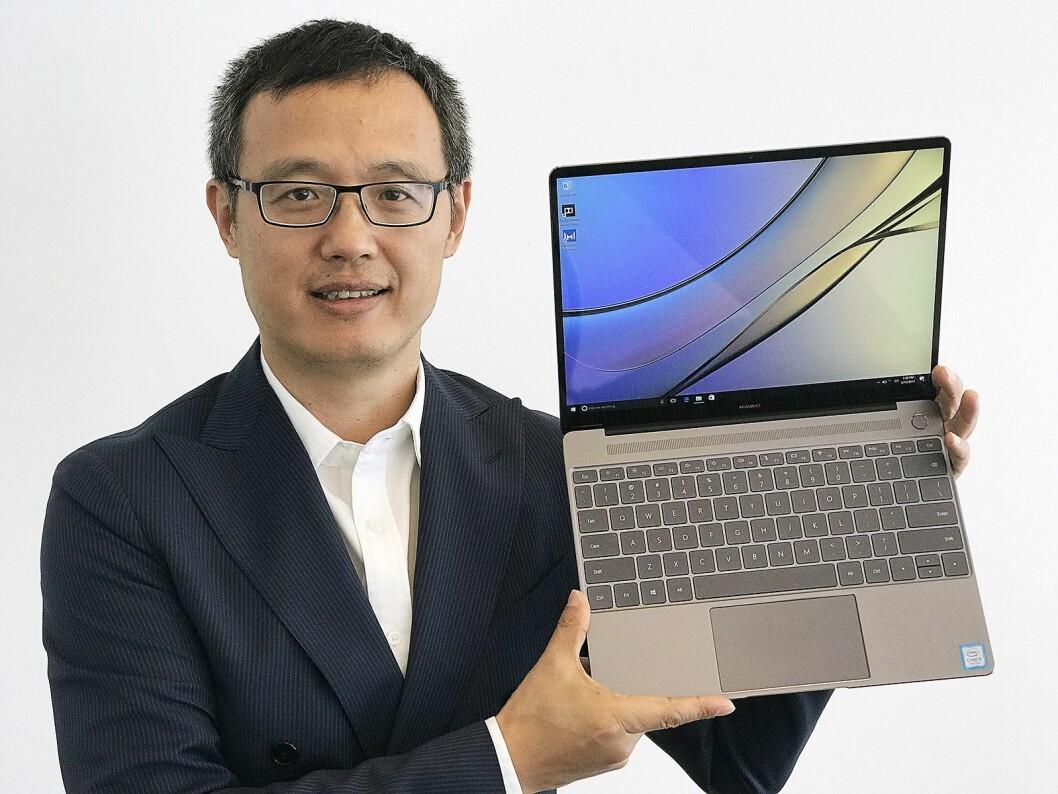 Yanmin Wang, president for forbrukermarkedet i Norden, sentral- og øst-Europa i Huawei, med MateBook X i fargen Space Gray..