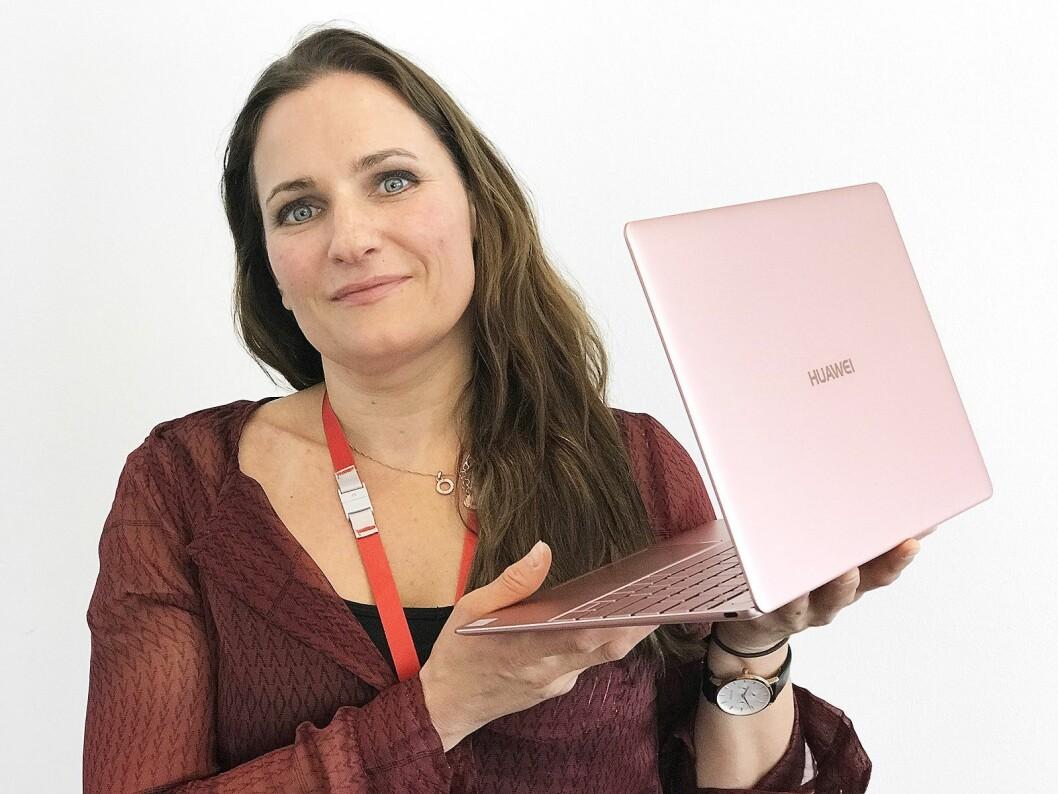 Gøril Bye, ny marketingsjef i Huawei i Norge, med MateBook X i fargen Rose Gold..