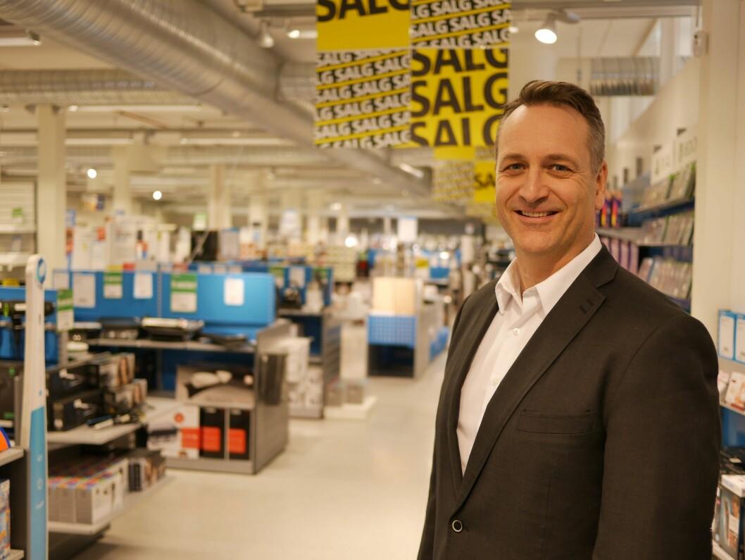 Omsetningen av forbrukerelektronikk øker i første halvdel av 2017, konstaterer administrerende direktør i Stiftelsen Elektronikkbransjen, Jan Røsholm. Foto: Stian Sønsteng