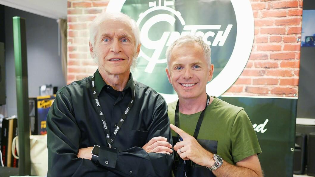 Fred W. Gretsch (t. v.) og trommeslager Karl Oluf Wennerberg, som blant annet spiller med a-ha, møtte hverandre på Gitarhuset Alna. Foto: Stian Sønsteng