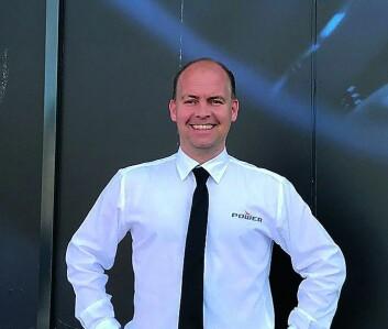 Ole Kristian Karlsen, varehussjef i Power Drammen, har sendt ut tre egne opplysningskampanjer om slukningen til sine kunder i området. Foto: Power