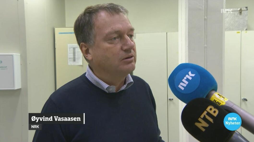 NRKs Øyvind Vasaasen blir intervjuet på direkten.