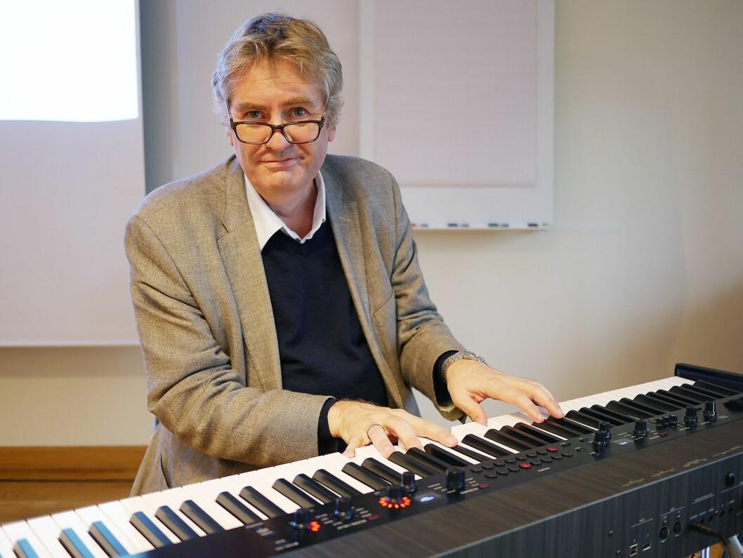 Professor Asbjørn Schaathun ved Norges Musikkhøyskole foredro om det ultimate kreative team med The Beatles som utgangpunkt. Foto: Stian Sønsteng.