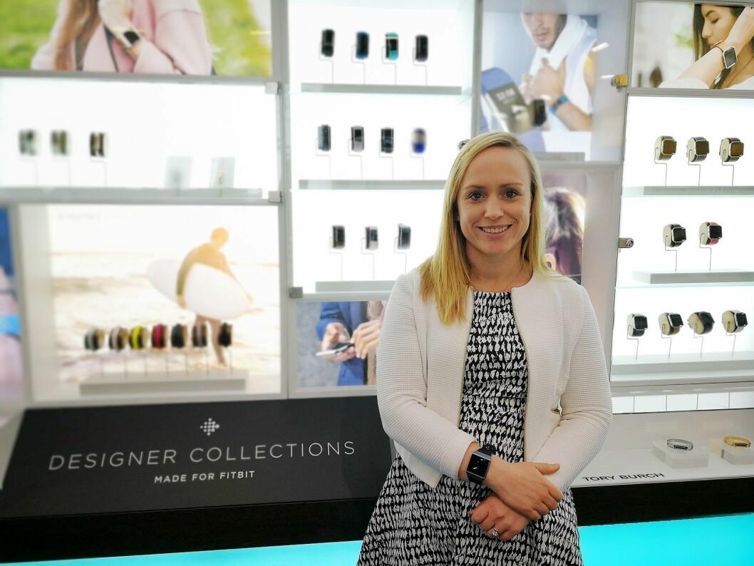 Helen Reidy, produktsjef for Fitbit i EMEA, sier selskapet har snakket med flere norske banker om Fitbit Pay. Foto: Marte Ottemo.