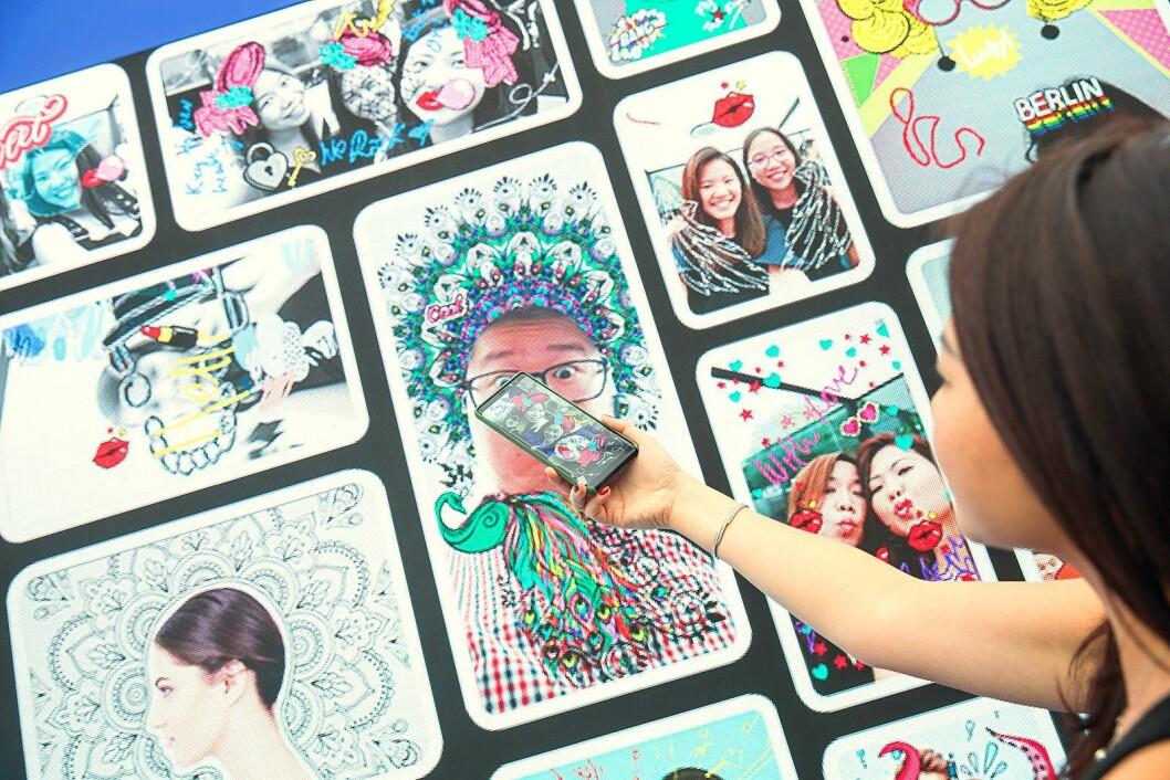Samsung hadde en hel vegg med kunst laget med Note8 og den medfølgende pennen. Foto: Samsung.