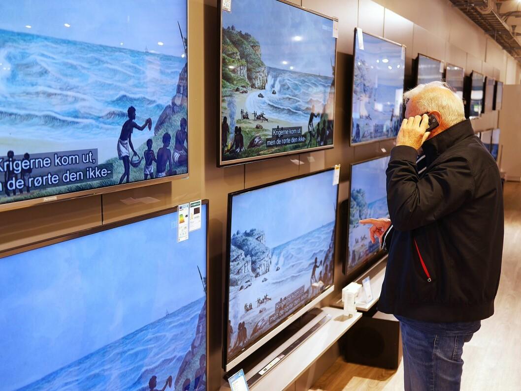Nordmenn kjøper stadig større TVer. Foto: Stian Sønsteng