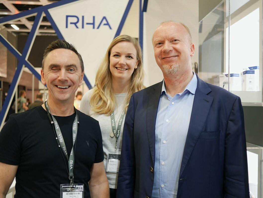 Andrew Reid (f. v.) og Marina Schurer i RHA på deres IFA-utstilling sammen med Terje Romen i Mono. Foto: Stian Sønsteng