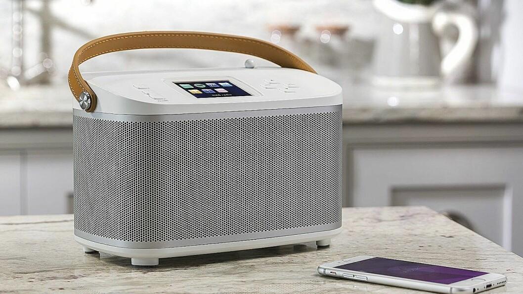 Roberts nye R-Line, her ved modellen R100, er en ny generasjon smart-radioer som også fungerer som multiromsløsninger. Foto: Roberts