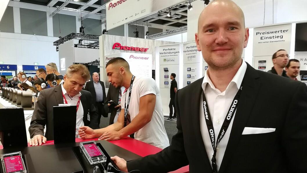 Johan Niininen, nordisk produktsjef i Pioneer & Onkyo,  ser fram til å bli en del av Aqipa-familien. Foto: Marte Ottemo