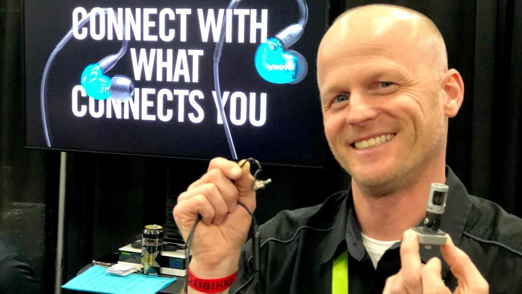Matt Engstrom er kategoridirektør for mikrofoner, hodetelefoner og øreplugger i amerikanske Shure Incorporated. Foto: Stian Sønsteng.