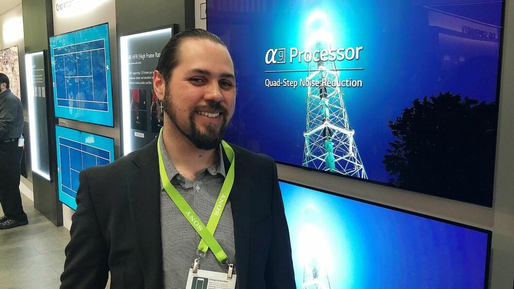 Erik Miguel Reveles Svalberg i LG Electronics sier deres nye A9-prosessor er en kraftpakke når det gjelder bildebehandling på deres oled-TVer. Foto: Stian Sønsteng.
