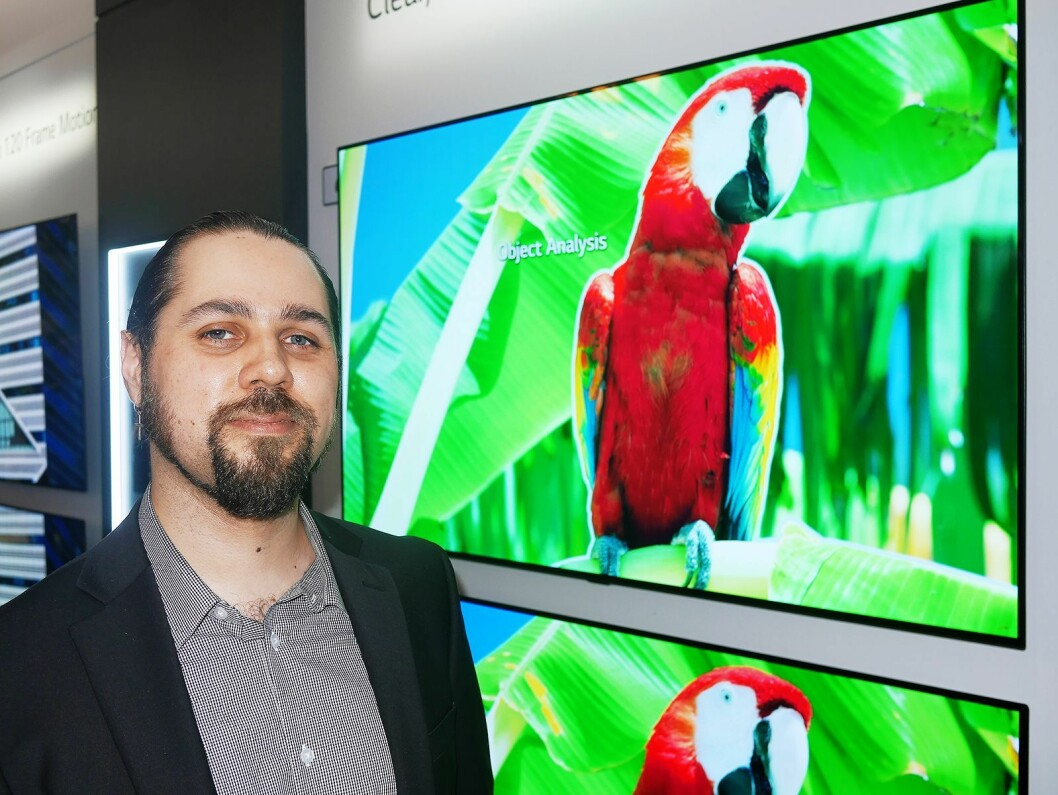 Erik Miguel Reveles Svalberg i LG Electronics sier deres nye A9-prosessor er i stand til å skille ut hovedmotivet, noe som skal gi en spesiell dybdefølelse. Foto: Stian Sønsteng