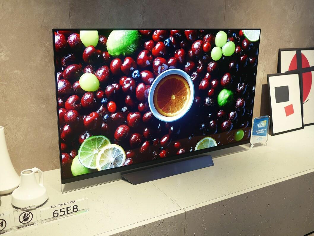 Oled-modellene i E-serien har ifølge LG fått en mer diskret høyttaler i front. Foto: Stian Sønsteng.