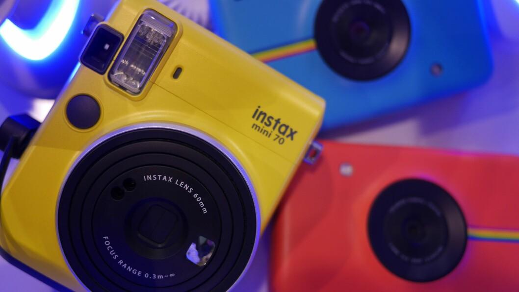Det ble solgt rundt 7.000 insta-kamera i 2017, hvor du får et fysisk bilde printet med en gang bildet er tatt. Foto: Stian Sønsteng