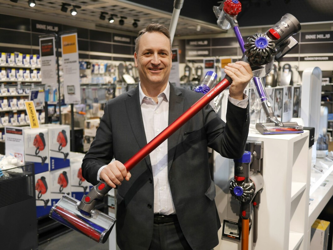 """<p class=""""BILDETEKST""""><span class=""""Bilde-Hovedbilde"""">Administrerende direktør i Stiftelsen Elektronikkbransjen, Jan Røsholm, ser vekst i støvsugertallene. Foto: Stian Sønsteng</span></p>"""