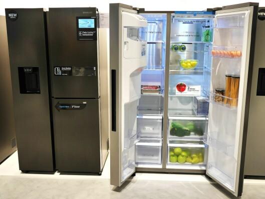 RS8000 er Samsungs nye serie kjøleskap, med to, tre og fire dører, og er i praksis er de samme skapene som Family Hub, uten smartfunksjonene. Skapene på bildet er på 604 og 619 liter. Foto: Stian Sønsteng.