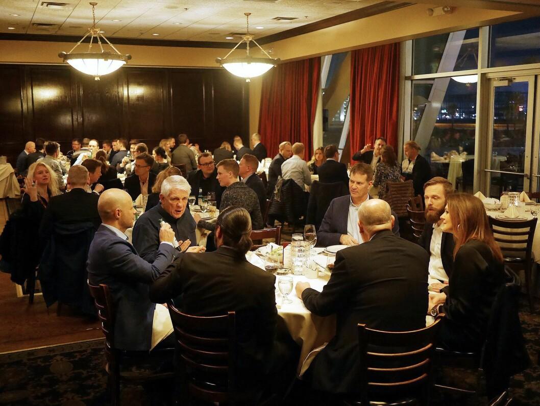 Flest nordmenn og svensker, men også en solid delegasjon dansker, deltok på middagen. Foto: Stian Sønsteng.